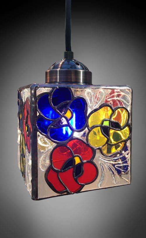 ステンドグラス作品 3色のビオラのライト1